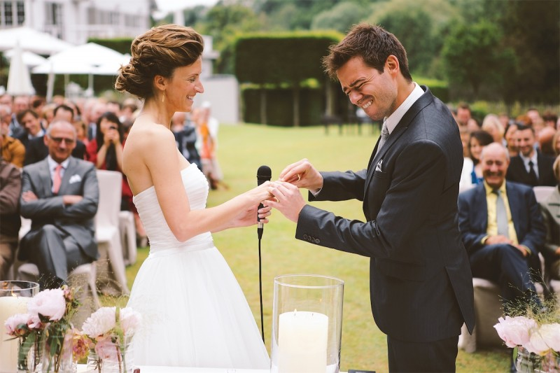 huwelijks ringen moment