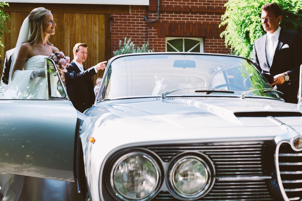 bruidspaar vertrekt naar de kerk in gent