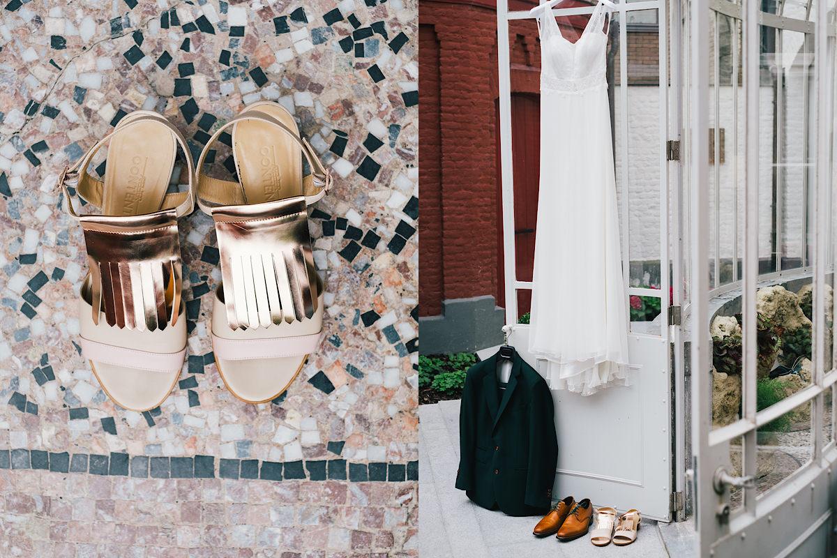 trouwkleed en schoenen van de bruid