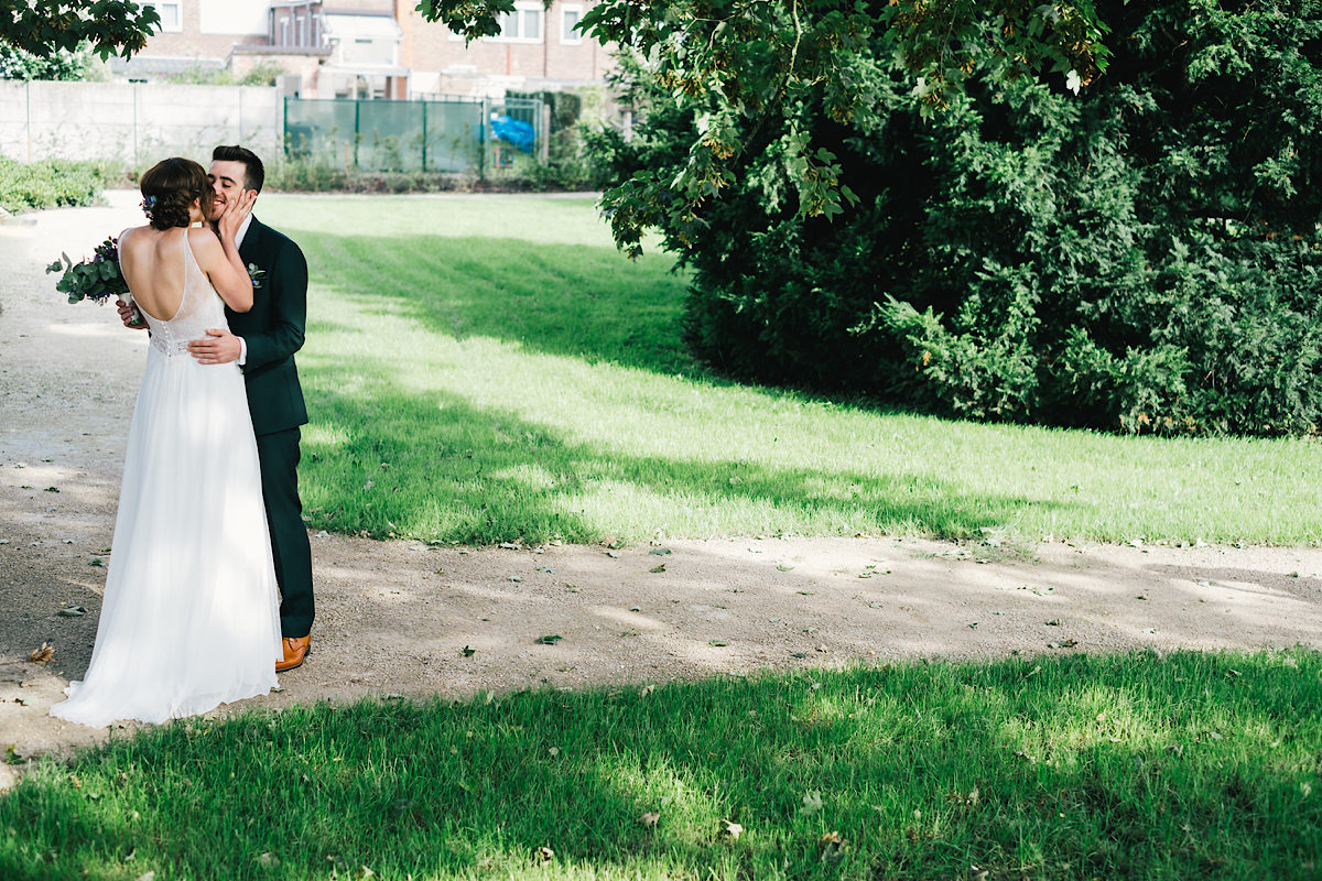 first look gelukkige bruidegom