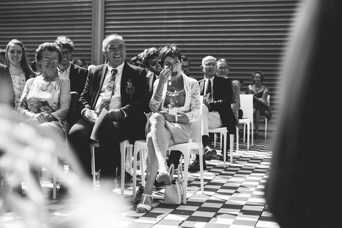 traantjes bij de mama tijdens Huwelijks ceremonie