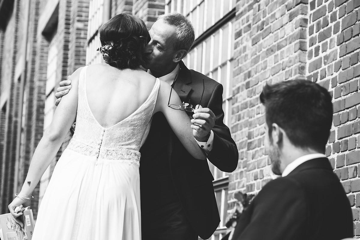 papa is trots op de bruid