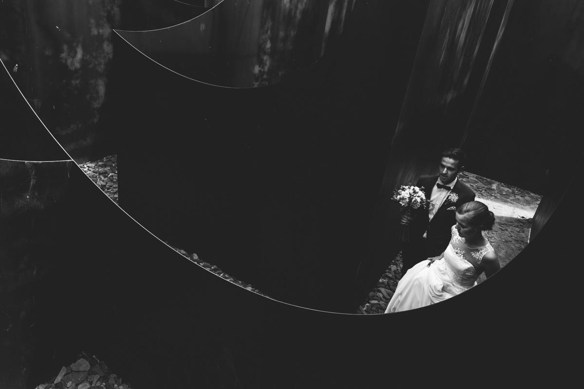 Bruid en bruidegom in een doolhof