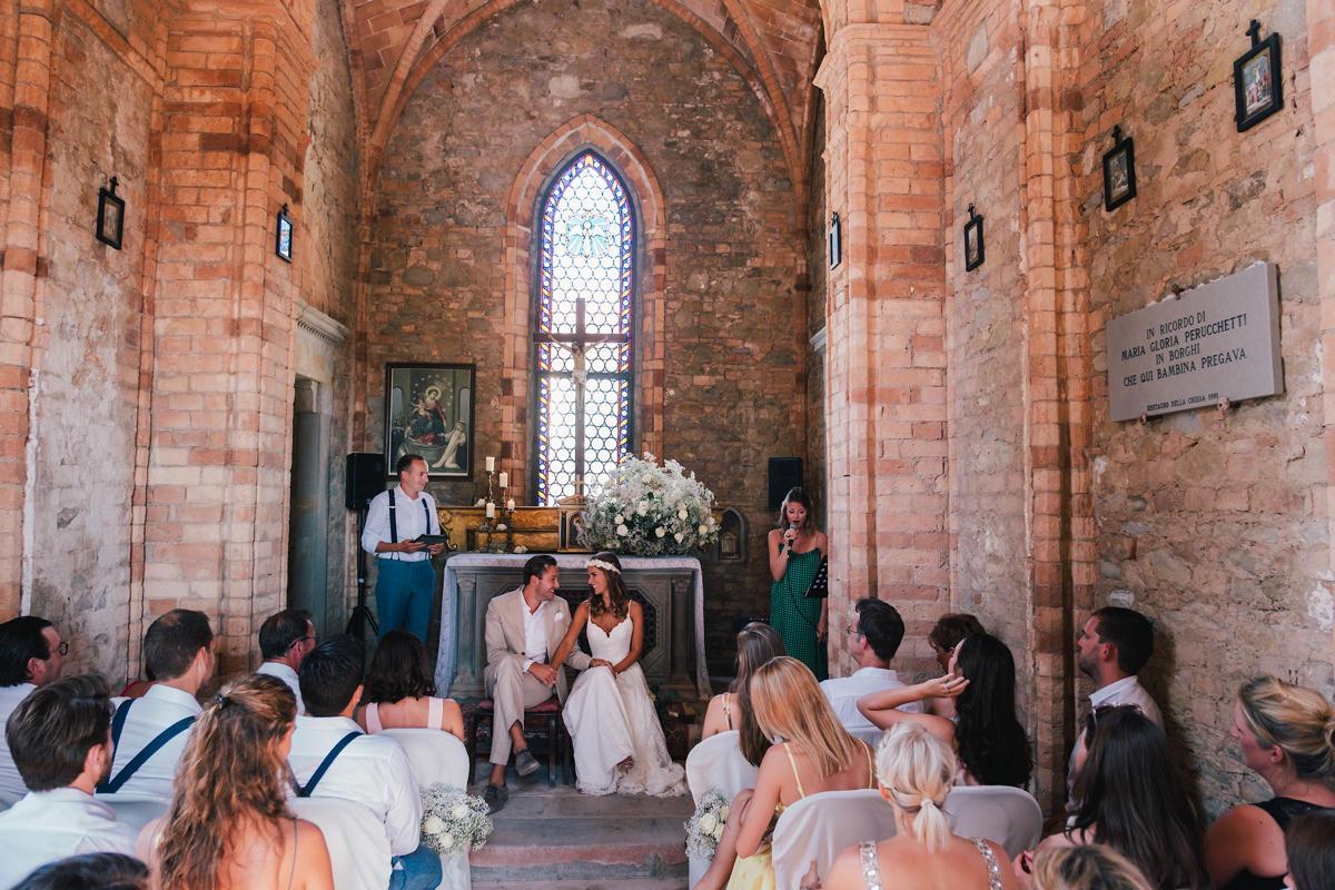Kerkje in Italië voor en ceremonie