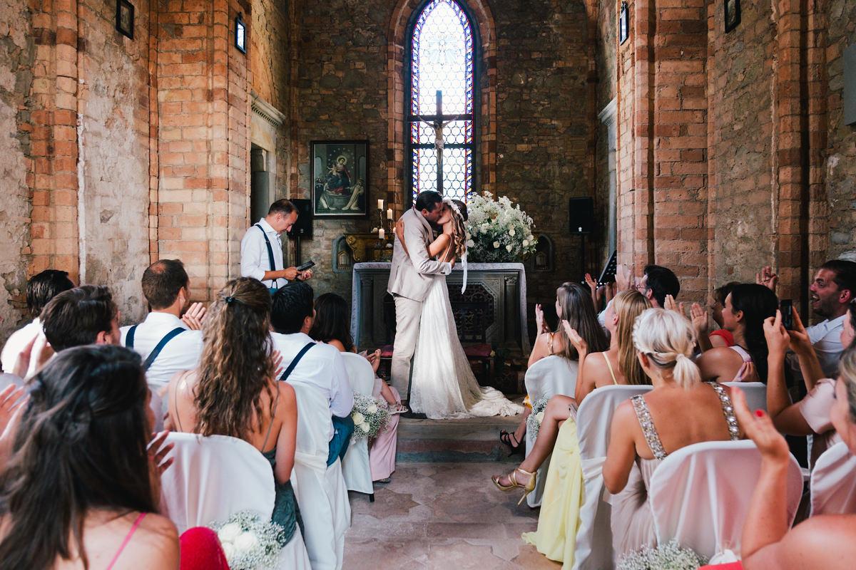 de eerste kus trouwen in Italië
