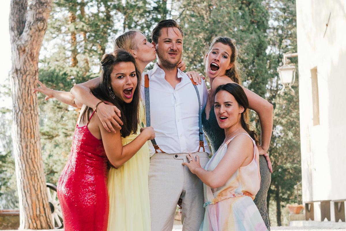 bruidegom met vrouwen groepsfoto's
