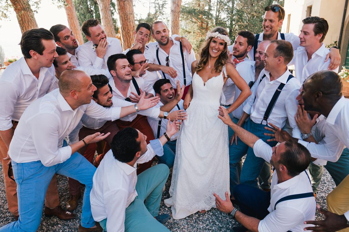 bruid met de mannen groepsfoto's