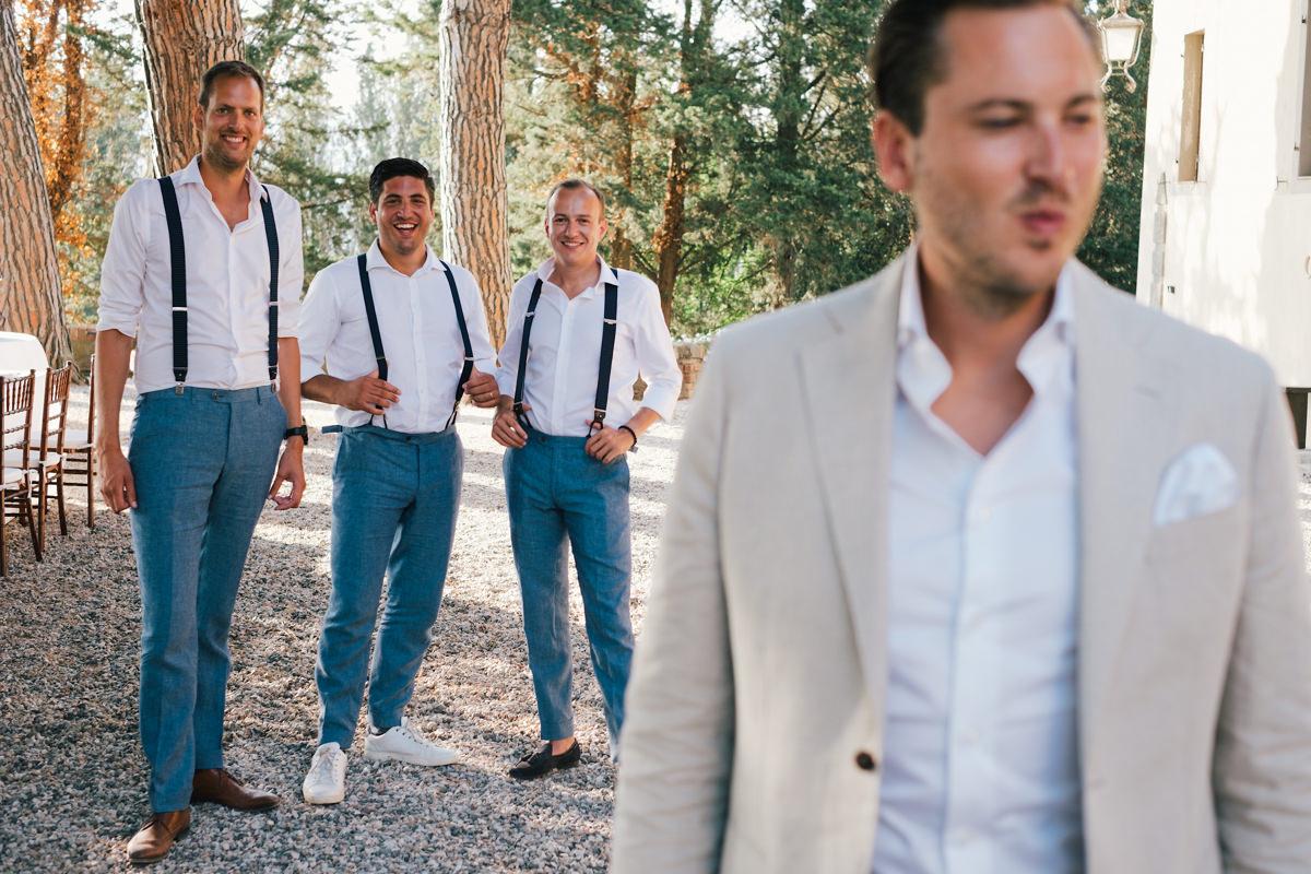 bruidegom met zijn getuigen bruidegom groepsfoto's