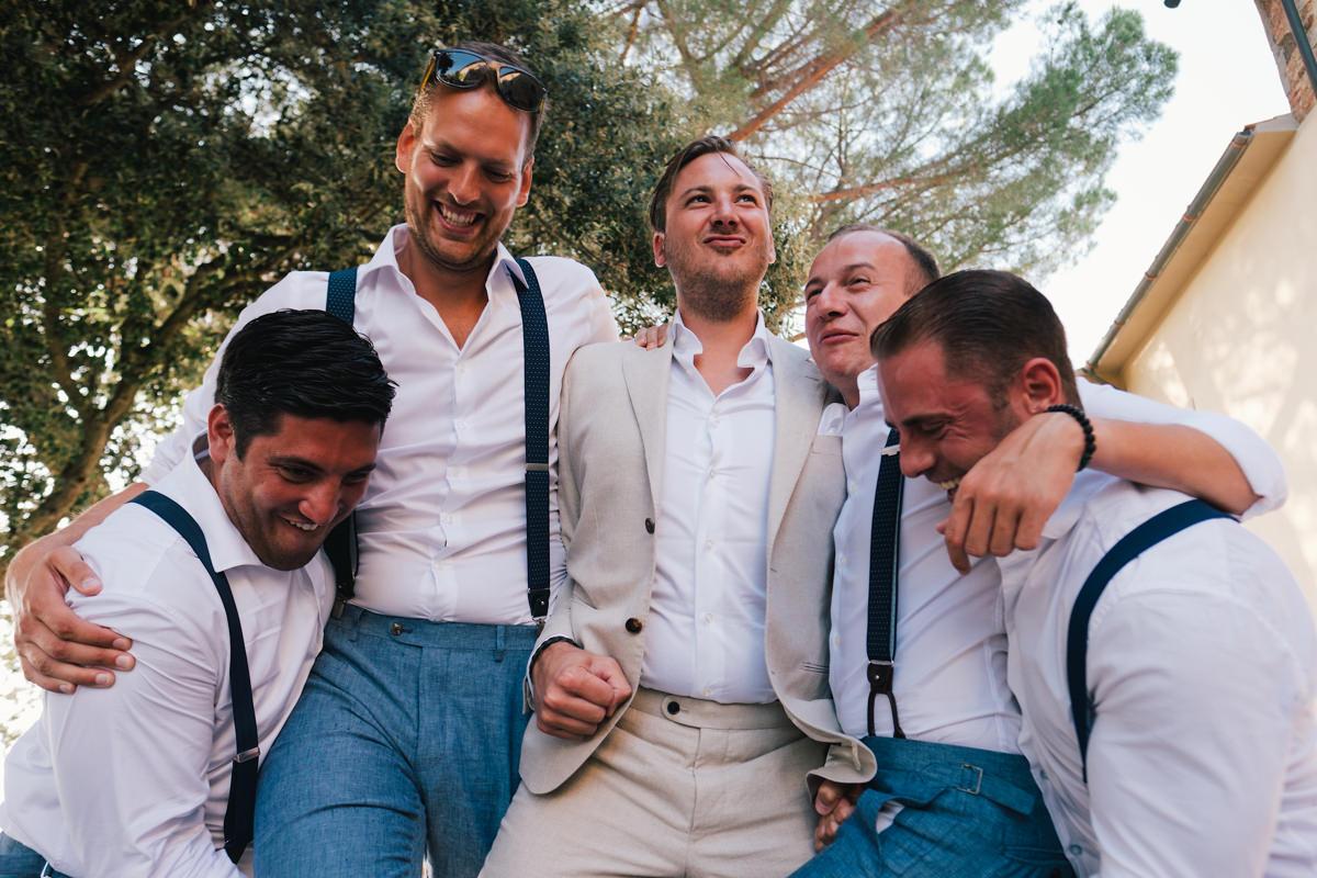 bruidegom met zijn vrienden groepsfoto's