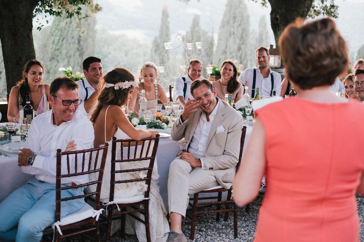 Emotie van de bruidegom Huwelijksfeest talië